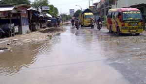 Akses Jalan Sampang-Pamekasan Rusak Parah