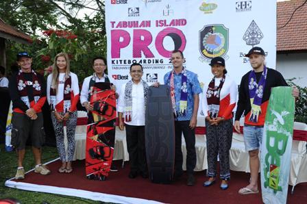 Dua Peselancar Australia Juarai TIPK Banyuwangi