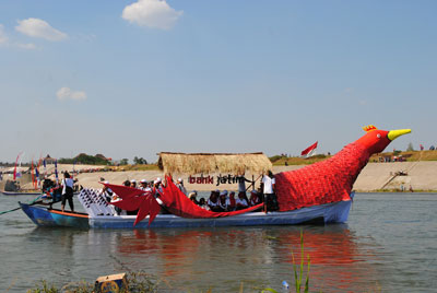 Burung Rajawali Warnai Festival Bengawan Bojonegoro