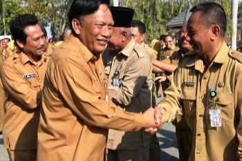 Bupati Gresik-Wakil Pamitan ke PNS Pemkab