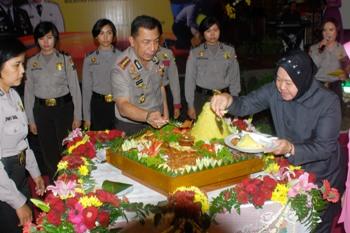 Wali Kota Surabaya Apresiasi Kinerja Polwan