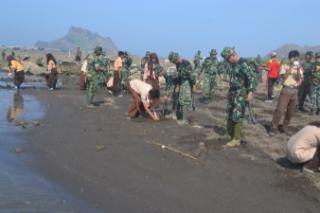 TNI-Pramuka Tanam Mangrove di Watu Ulu