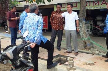 Dewan Bangkalan Sidak Proyek Saluran Drainase