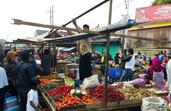 Satpol PP Bersihkan PKL Kebalen Kota Malang