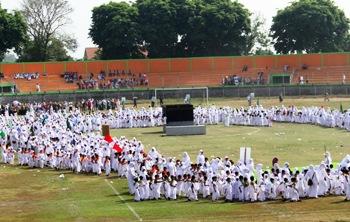 Ribuan Bocah TK Pasuruan Dilatih Manasik Haji