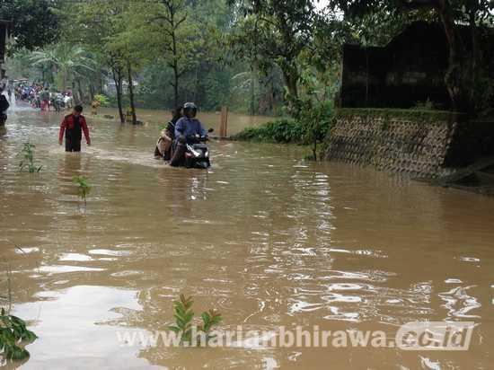 Banjir, Akses Jalan Antar Kecamatan Terganggu di Tuban