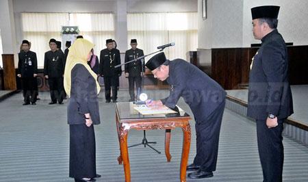 14-sekdaprov-lantik-Pejabat-Administrator