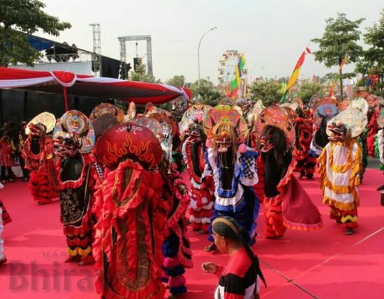 Tarian Kolosal Seribu Barong Dalam Pbp 2017 Tampil Memukau Harian Bhirawa Online