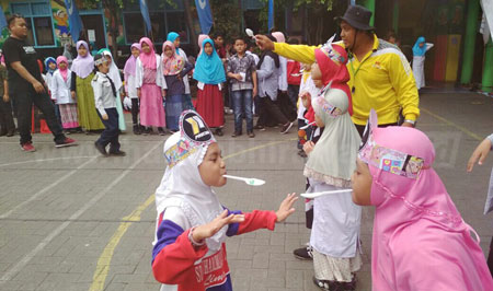 SDM 15 Surabaya Manfaatkan Permainan Tradisional dalam Pembelajaran