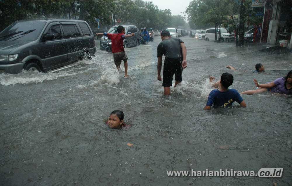 Beberapa Ruas Jalan Tergenang Air