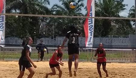 Tim Bola Voli Pantai Malang dan Sidoarjo Juara Kejurprov