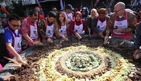 Festival Rujak Uleg 2019 Pecahkan Dua Rekor MURI