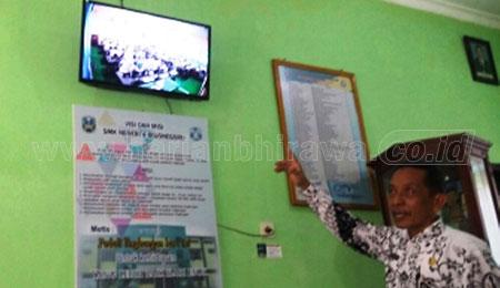 Kasek SMKN 4 Bojonegoro Pantau UNBK Lewat CCTV