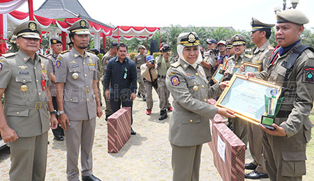 Gubernur Tegur Pemkot Surabaya
