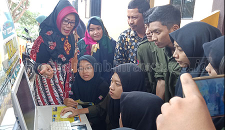 'Hai Kampus-Ayo Kerja' di SMK Sepuluh Nopember Sidoarjo