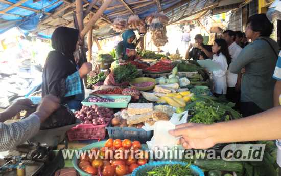 9-nas Harga cabai di Pasar Tradisional anjlok dari Rp17.000 menjadi Rp 4.000 per Kg hingga membuat para petani di Kota Batu merugi