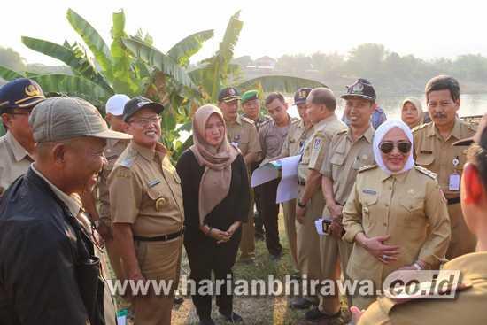 Bupati Bojonegoro dan Wakil Bupati Tuban Tinjau Pembangunan Jembatan KARE