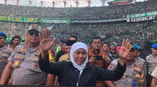Sebut GBT Bau Sampah, Gubernur Khofifah Diprotes Netizen