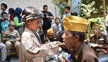 SD Muhammadiyah 16 Surabaya Menggelar Entreprenuer Week