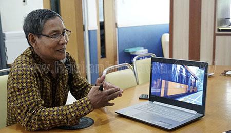 Guru Besar Pertama Bidang Aljabar Mark Plus di Indonesia