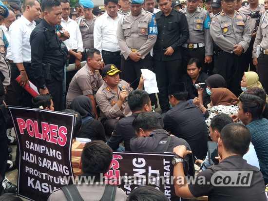 Polres Sampang Didemo Jaringan Kawal Jawa Timur