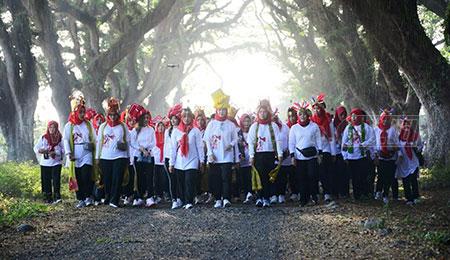 Ribuan Anggota Bhayangkari Ikut Jalan Sehat