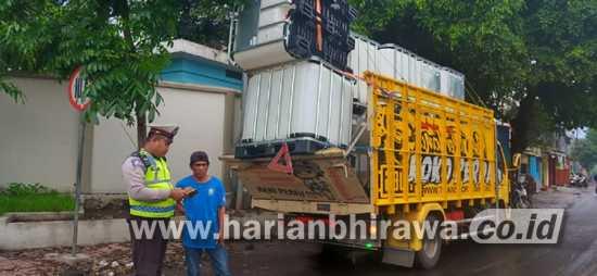 Satlantas Polres Malang Tindak Puluhan Kendaraan Truk ODOL