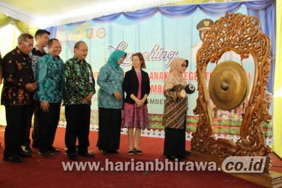 Bupati Mundjidah Wahab Launching PKSAI di Desa Candimulyo Jombang
