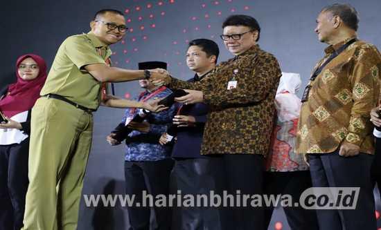Kecamatan Kademangan Probolinggo Terima Penghargaan Zona Integritas