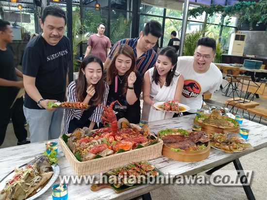 Berkonsep Fish Farm, Sajikan Ikan Laut Hidup di Kota Surabaya