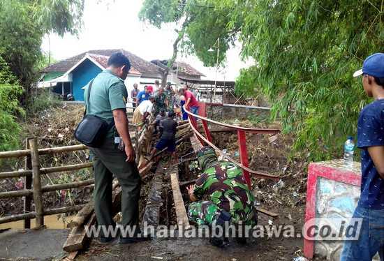 Dampak Banjir, Jembatan Desa Penunggul Kabupaten Pasuruan Putus