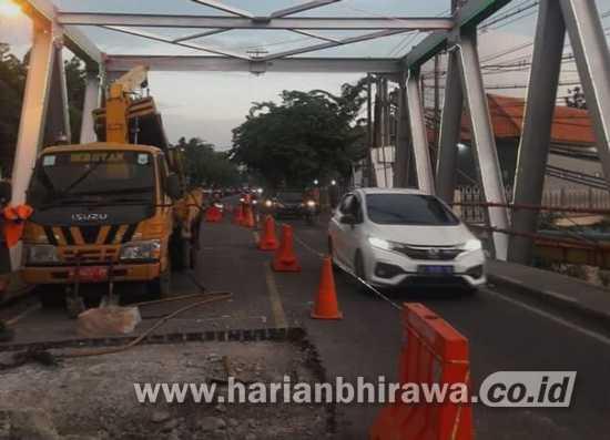 Tiang Jembatan di Bangil Patah, Kendaraan Besar Dialihkan ke Tol
