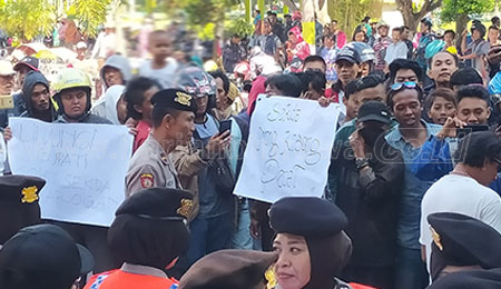 Masyarakat Bondowoso Tuntut Sekda Mundur