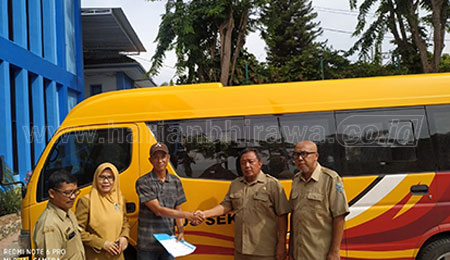 SMAN 2 Situbondo Terima Bus Sekolah dari Kemenhub RI