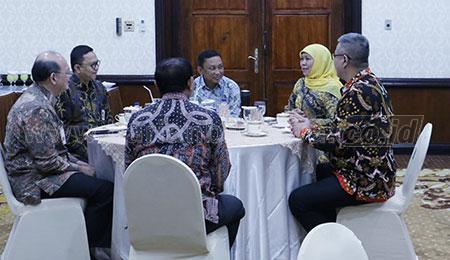 Gubernur Khofifah Berharap OJK Masifkan One Student One Account