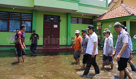 Plt Bupati Sidoarjo Upayakan SMPN 2 Tanggulangin Bebas Banjir