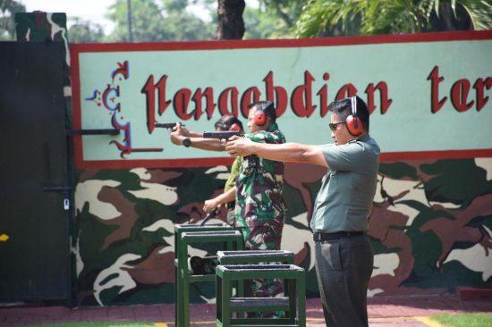 Korem 084 Bhaskara Jaya Latih Kemampuan Menembak Prajurit