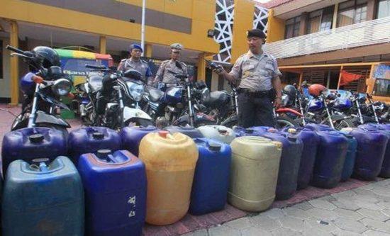 Polresta Probolinggo Bongkar Sindikat Penimbun BBM Premium Ilegal
