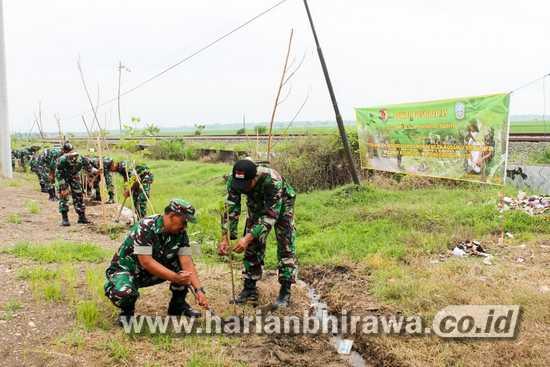 Jajaran Kodim Bojonegoro Hijaukan Jalan Nasional dan Provinsi Jatim
