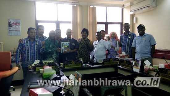 Komisi A DPRD Kabupaten Jayapura Belajar ke DPRD Surabaya