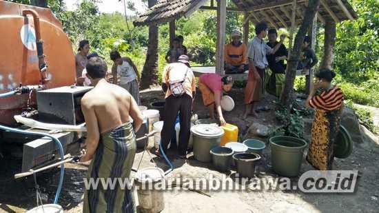 BPBD Kabupaten Situbondo Salurkan Ribuan Liter Air Bersih