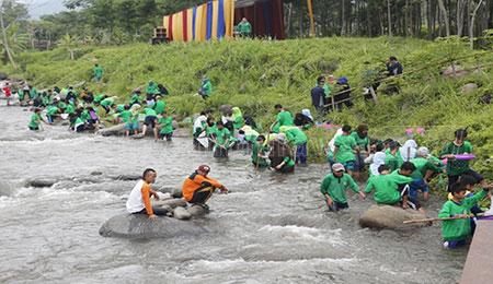 Puluhan Siswa Pantau Kualitas Air Sungai