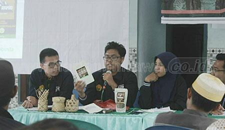 Mahasiswa Unej KKN 03 Inovasikan Bambu sebagai Kemasan Kopi
