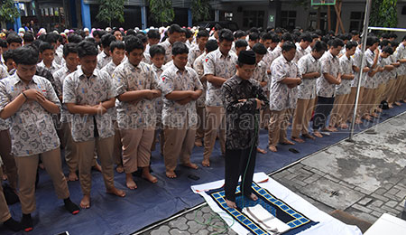 Smamga Surabaya Berempati Korban Bencana dengan Salat Gaib dan Doa Bersama