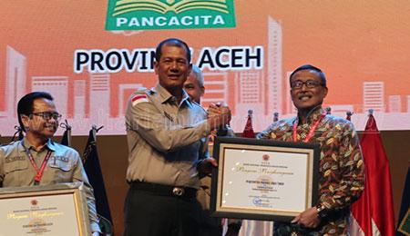 Responsif Tanggulangi Bencana dan Rehabilitasi Hutan, Jatim Raih Penghargaan BNPB