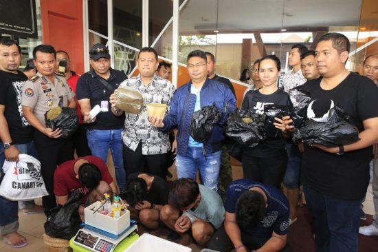 Polda Jatim Gerebek Home Industry Ganja Sintetis di Surabaya