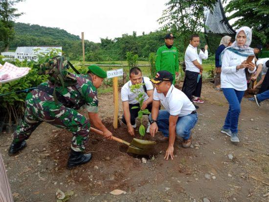 HPSN Ditandai Dandim 0815 – Forkopimda Tanam Pohon di Lembah Mbencirang