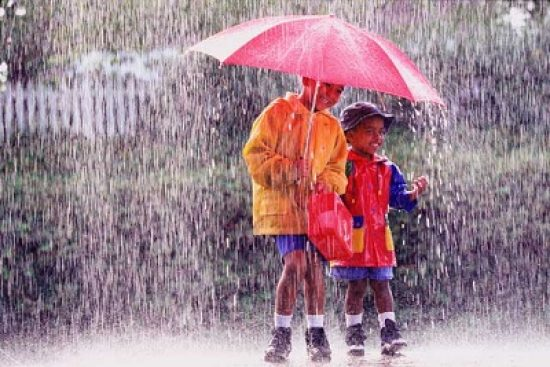 Menyusupi Musim Hujan