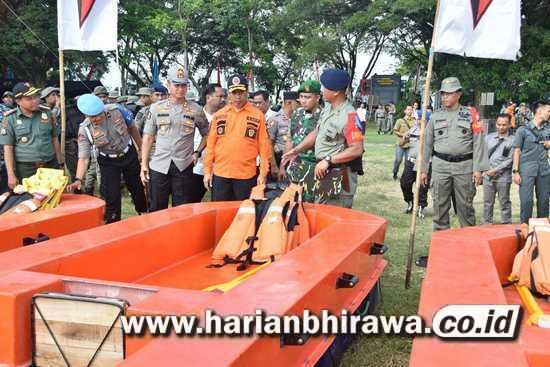250 Personel Satuan Brimob Polda Jatim Latihan SAR Waduk Kali Bening Madiun