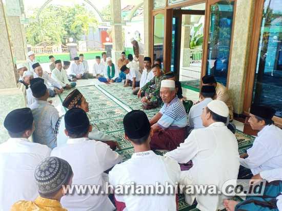 Babinsa Koramil 0814/11 Sumobito Silahturahmi dengan Tokoh Masyarakat